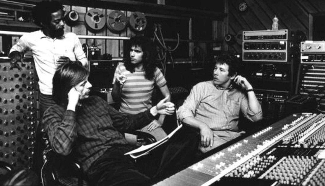 Продюсер Манфред Айхер, перкуссионист Нана Васконселос, гитарист Пат Мэтини, звукорежиссёр Ян-Эрик Конгсхауг: 1981, Talent Studios, Осло, работа над альбомом «As Falls Wichita, So Falls Wichita Falls»