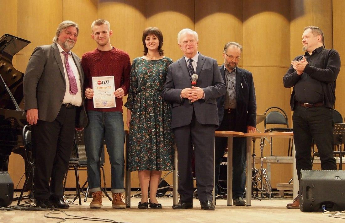 Арсений Владимиров (лауреат II премии) второй слева