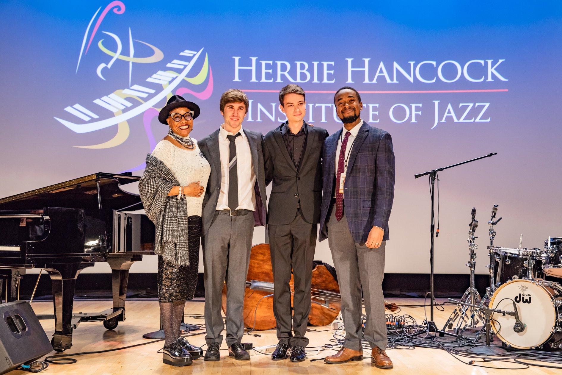 Ведущая конкурса, певица Ди Ди Бриджуотер, и три финалиста: Макс Лайт, Евгений Побожий и Сесил Александер (photo © Herbie Hancock Institute of Jazz)