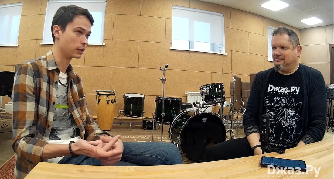 Evgeny Pobozhiy in conversation with Jazz.Ru Magazine's Cyril Moshkow (right)