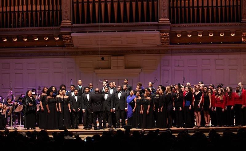 Boston Symphony Hall, 2016 (photo © Dave Green) Марина Виноградова шестая справа в первом ряду