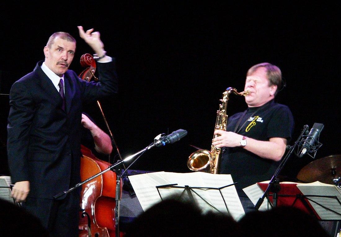 Николай Левиновский впервые дирижирует оркестром Игоря Бутмана как музыкальный директор (апрель 2007, Москва)