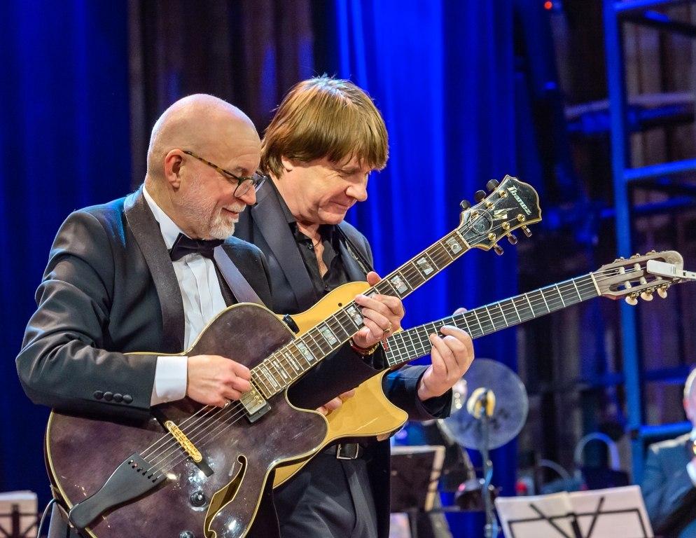 Гитарный дуэт Валерия Сундарева и Константина Корчагина (фото © Надежда Пелымская)