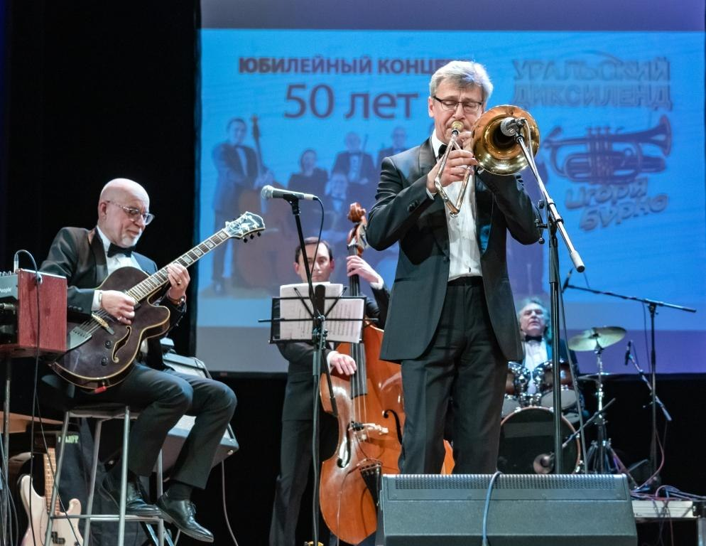Максим Пиганов и «Уральский диксиленд» (фото © Надежда Пелымская)