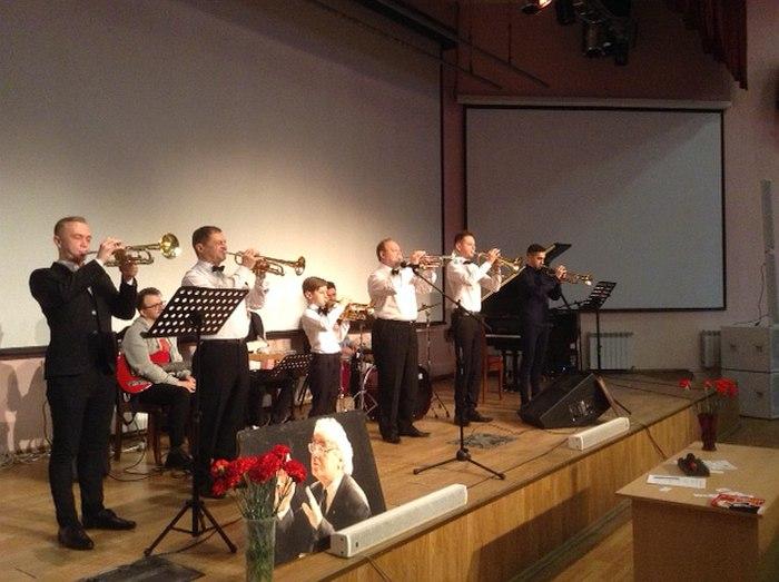 Открытие конкурса — фанфары. Играют педагоги (участники жюри) и участники из Минска, Барановичей, Вильнюса и Москвы