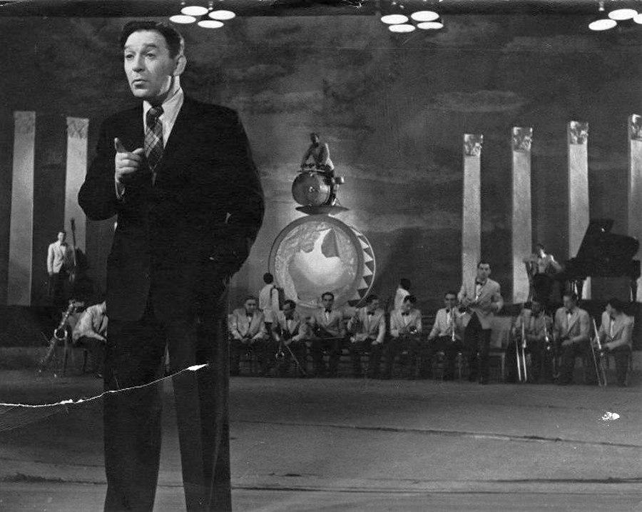 На съёмках фильма «Концерт фронту», 1942. Рабочий момент