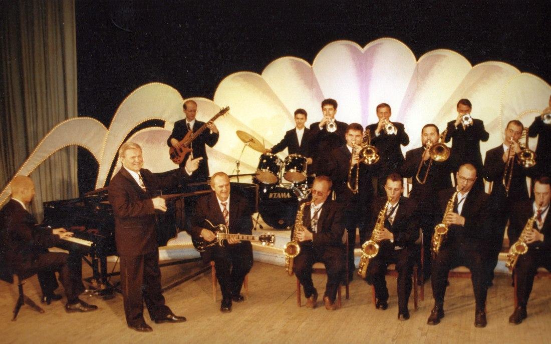 Во главе возрождённого оркестра «Синтез-Бэнд», 2000