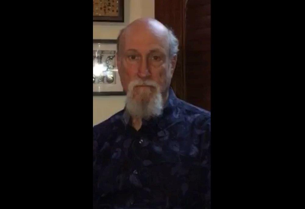 Кадр из видеообращения Джона Скофилда к российским слушателям