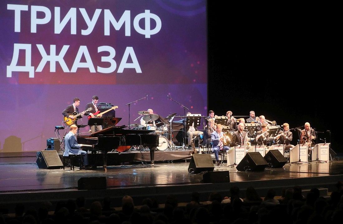 Московский джазовый оркестр Игоря Бутмана выступает на открытии фестиваля «Триумф джаза» в Санкт-Петербурге (фото с с официального портала Администрации Санкт-Петербурга)