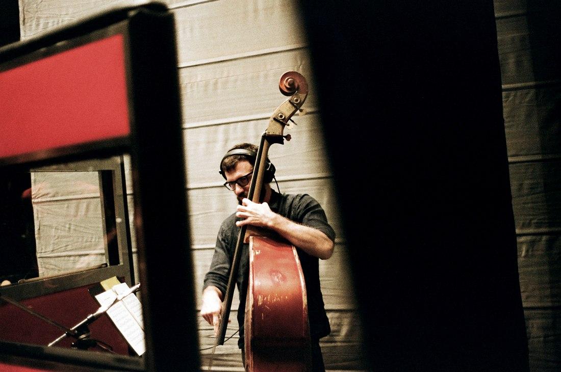 Макар Новиков. Запись альбома в московской студии CineLab (фото © Евгений Петрушанский)