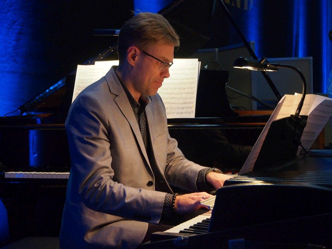 Пианист и клавишник оркестра Виктор Рытов (Viktors Ritovs)