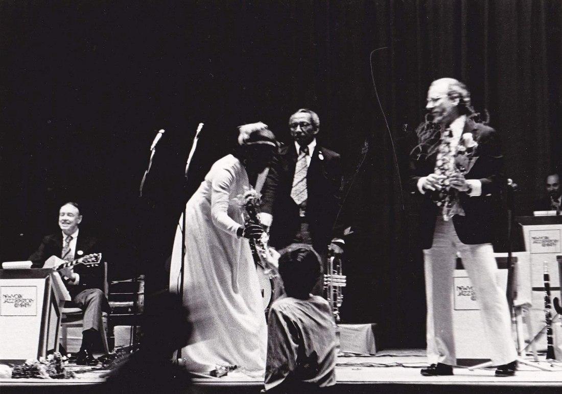 фото с концерта New York Jazz Repertory Company в Ярославле: Арт Райерсон (гитара), Кэрри Смит (вокал), Джо Ньюман (труба) и руководитель ансамбля Дик Хайман