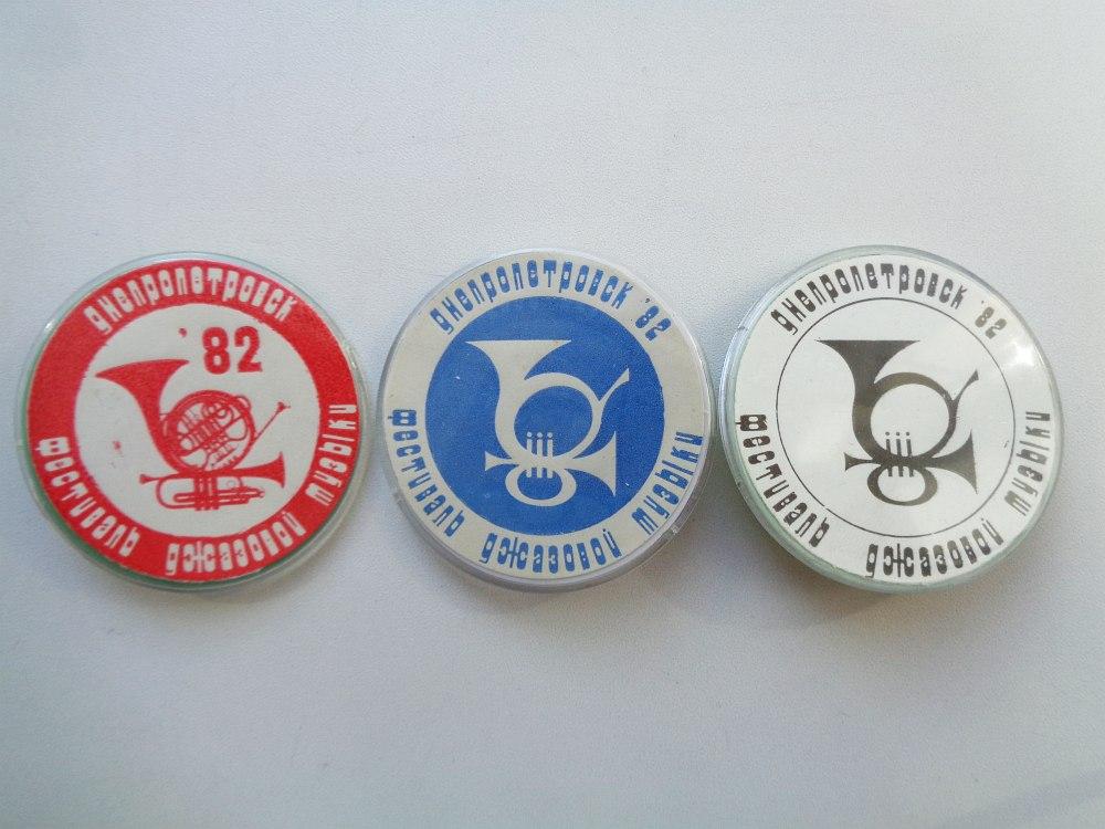 значки фестиваля 1982 года