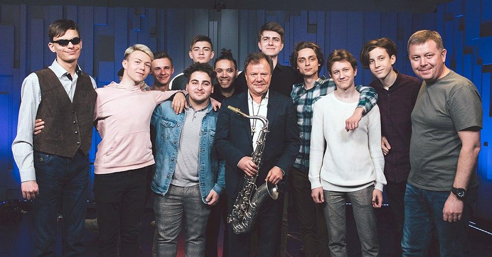Студенты Академии, её директор Игорь Бутман и заместитель директора Павел Овчинников