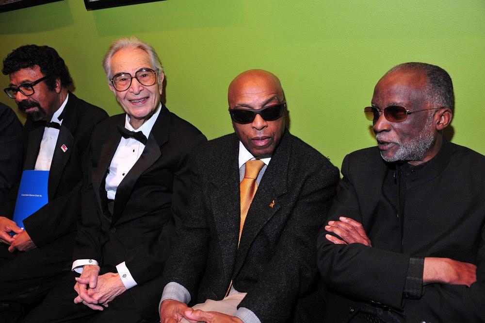 Четверо лауреатов почётного звания NEA Jazz Master (Мастер джаза Национального фонда искусств США) 2009 года: отец джазовой педагогики д-р Дэвид Бейкер, пианист Дейв Брубек, барабанщик Рой Хэйнз и пианист Ахмад Джамал