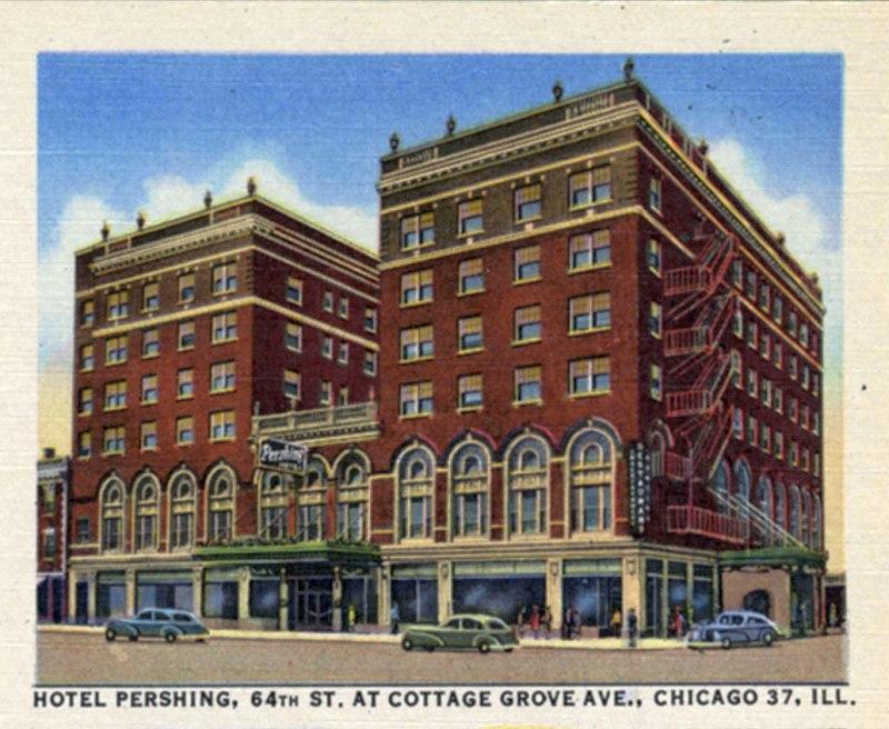 Историческое здание отеля на углу авеню Коттедж-Гроув и 64 улицы в Чикаго