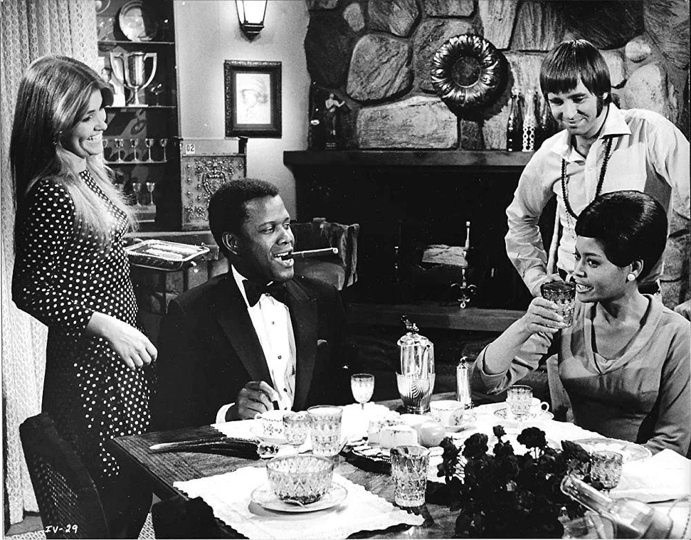 Кадр из фильма «For Love of Ivy» (1968). Слева направо актёры: Лори Питерс, Сидней Пуатье, Бо Бриджес, Эбби Линкольн