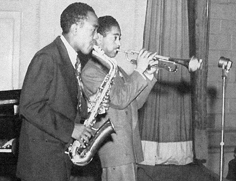 Чарли Паркер и Диззи Гиллеспи в первой половине 1940-х (одна из первых фотографий вместе)