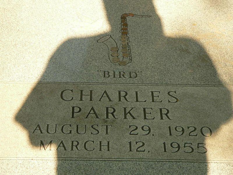 Могила Чарли Паркера на кладбище Линкольн в пригороде Канзас-Сити — Блю-Саммит, штат Миссури