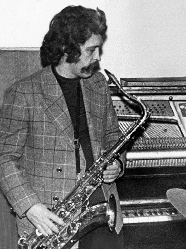 https://www.jazz.ru/mag/669/zoubov70s.jpg