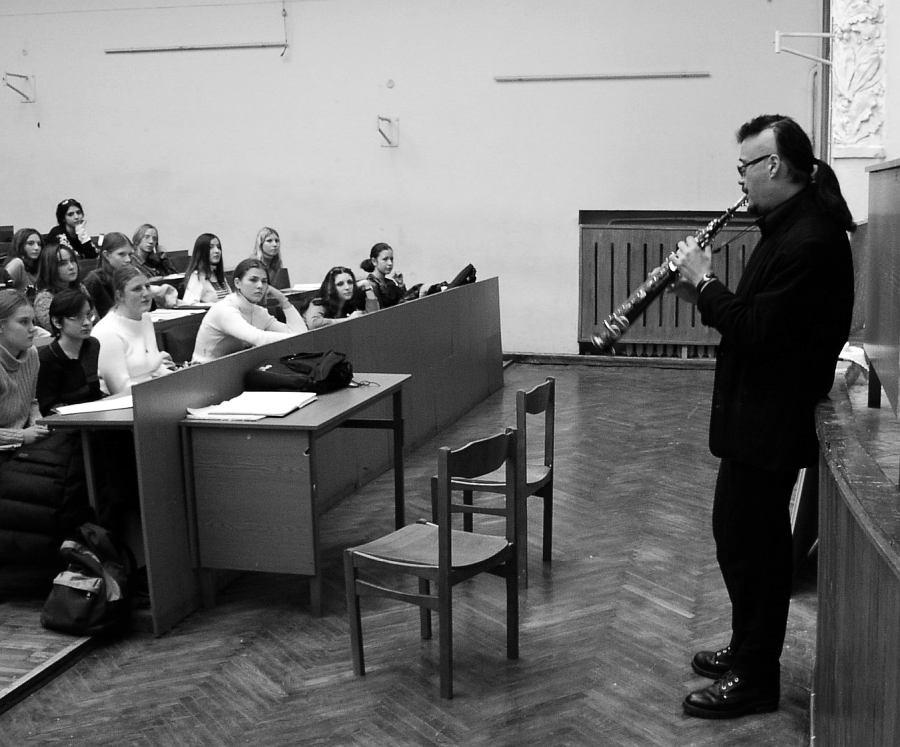 Майк Эллис на встрече со студентами Московского государственного университета им. Ломоносова, 2002