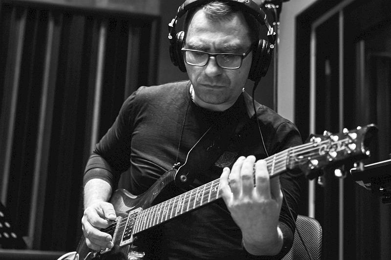 Павел Илюшин в студии CineLab SoundMix (фото © Юрий Чичков)