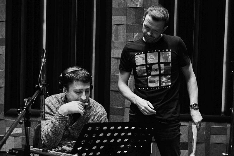 Пётр Востоков и Евгений Пономарёв проходят партитуру в студии CineLab SoundMix (фото © Юрий Чичков)