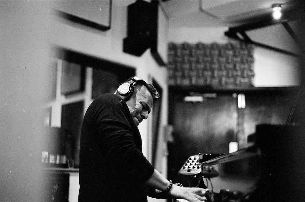 Бенито Гонсалес на записи альбома (фото © Евгений Петрушанский)