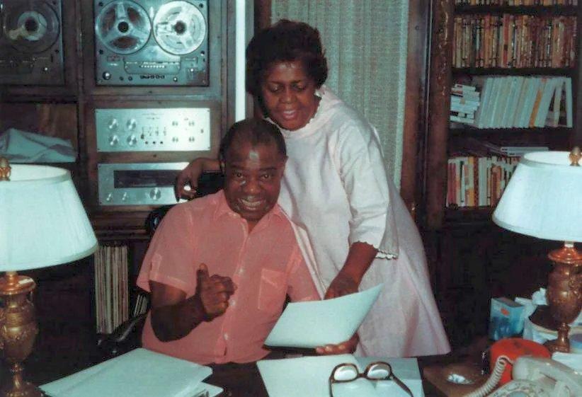 Луи Армстронг и его жена Люсиль дома в Короне, 1960-е гг.
