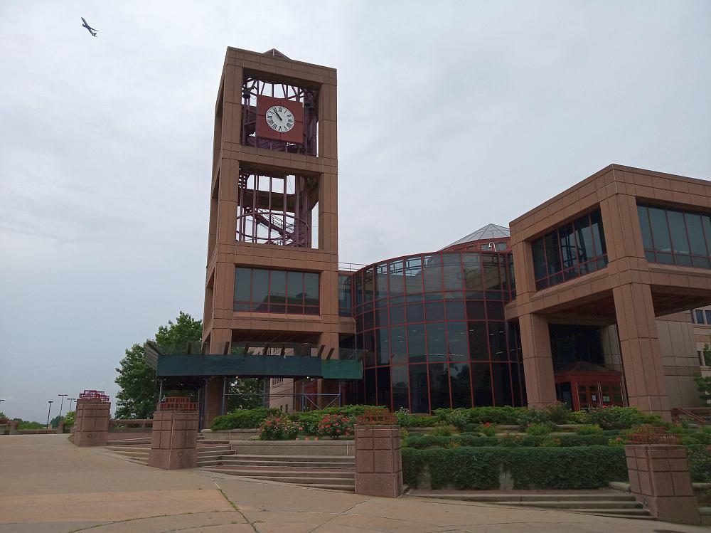 Библиотека им. Розенталя, внутри которой находятся фонды Дома-музея Луи Армстронга