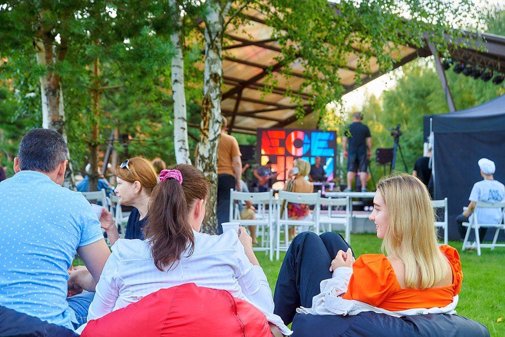 Фестивальная сцена в «Экопарке Поляны»