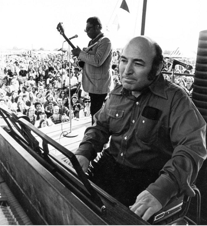 Джордж Уэйн на сцене Ньюпортского джаз-фестиваля, 1970