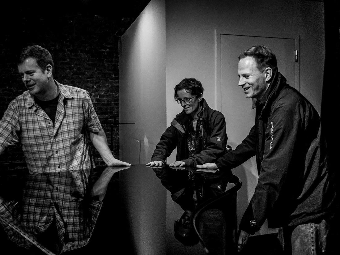 DEK Trio: Ken Vandermark, Elisabeth Harnik, Didi Kern (photo © Peter Gannushkin, DowntownMusic.Net)