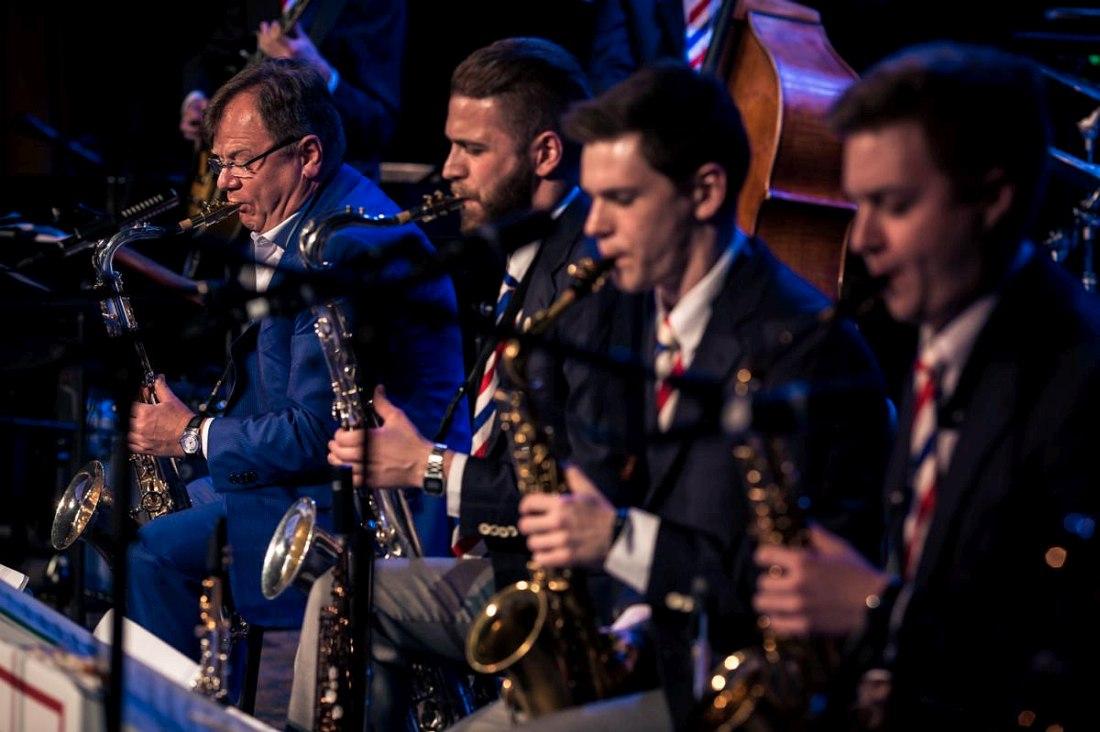 Игорь Бутман (слева) и Московский джазовый оркестр на фестивале в Рочестере, штат Нью-Йорк (2016)