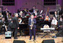 Игорь Бутман солирует со сводным оркестром участников конкурса, дирижирует Павел Овчинников