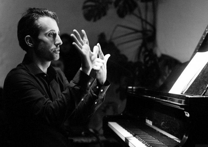 Alexander Hawkins (photo © Fabio Lugaro)