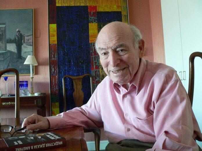 Джордж Уэйн у себя дома в Нью-Йорке, лето 2010 (фото автора)